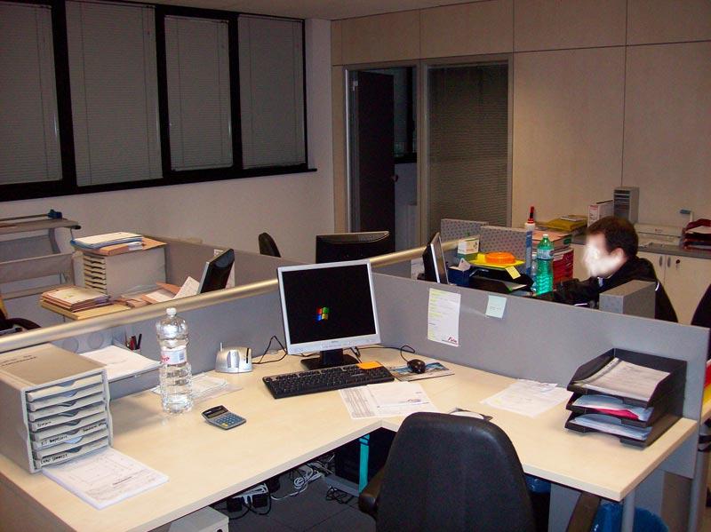 I mobili per ufficio al tempo della crisi for Arredi per ufficio milano