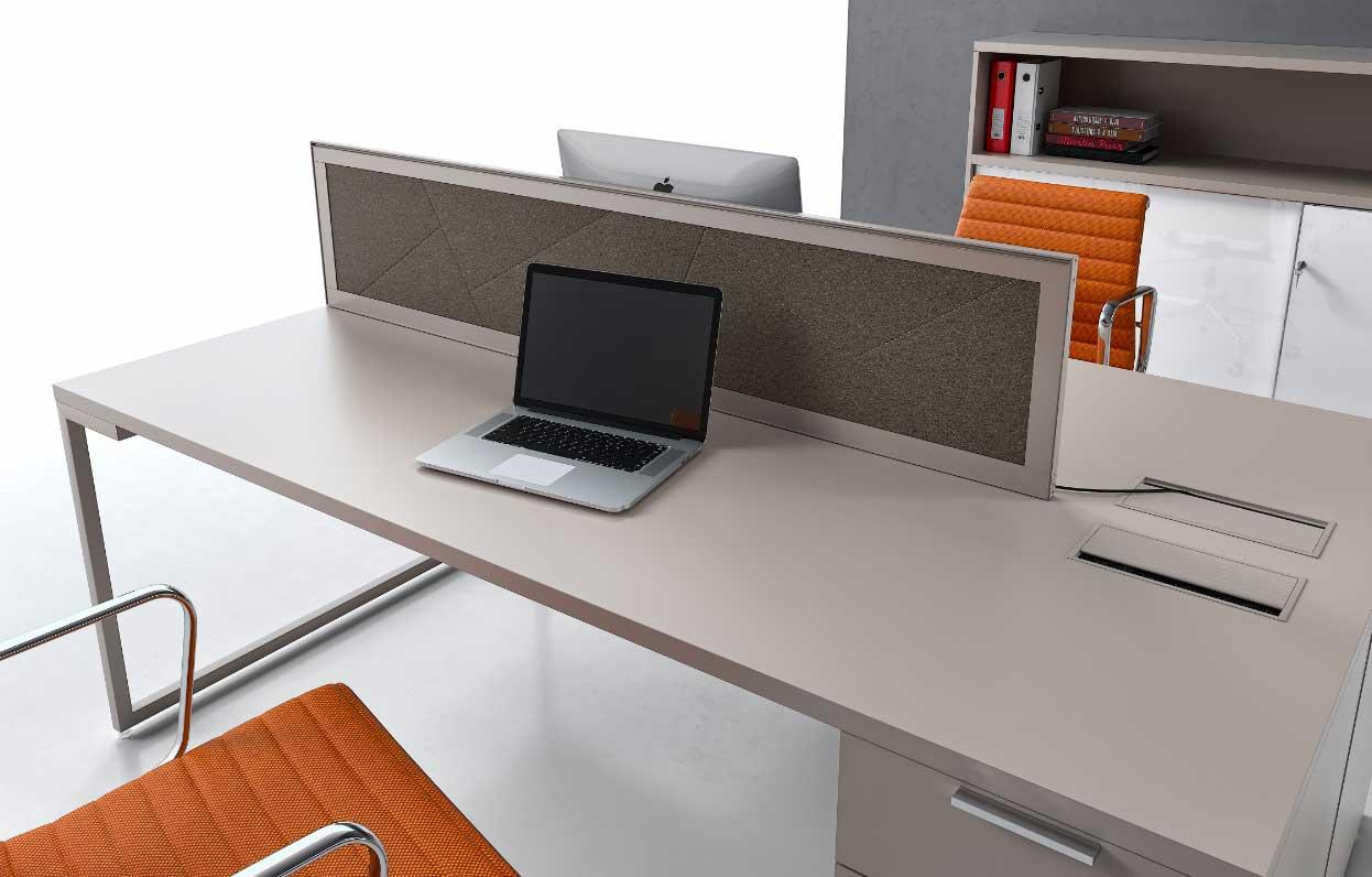 Mobili x ufficio pareti divisorie attrezzate in alluminio for Arredamento call center