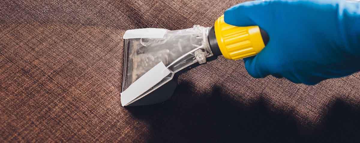 Come pulire polvere e macchie da Sedie e Poltrone in Tessuto