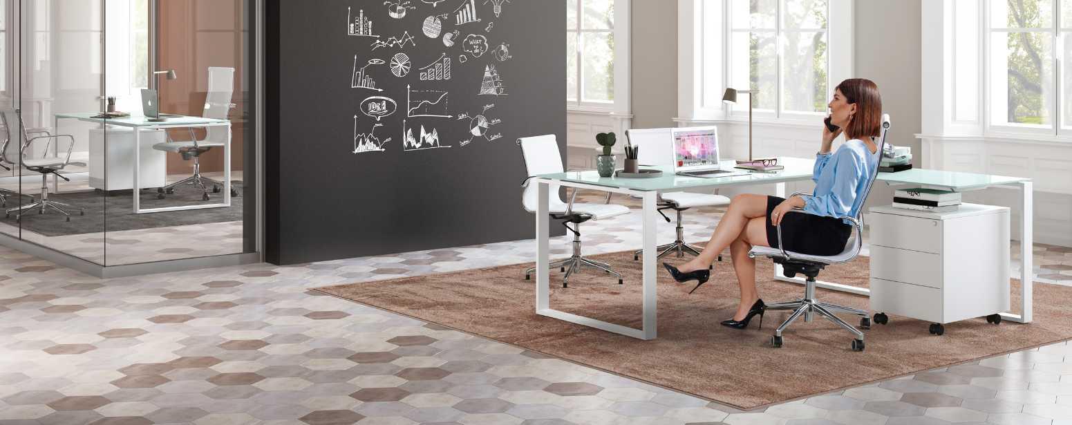 Scrivania in Cristallo per l Ufficio: vantaggi e opzioni