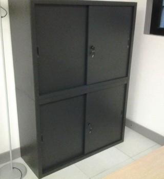 Mobili ed arredi per ufficio a milano divisione ufficio for Armadio metallico ante scorrevoli